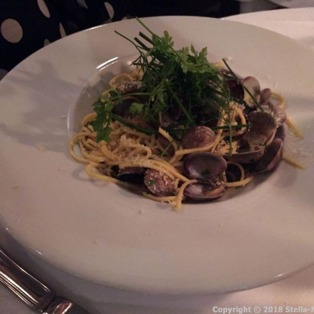 FIAT, SPAGHETTI WITH CLAMS, HERBS, CHILI, GARLIC AND WHITE WINE 006