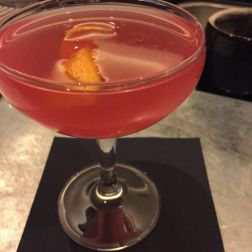 KODBYENS FISKBAR, HAPPY QUINCIDENCE (OPHIR GIN, COPENHAGEN ORANGE GIN, QUINCE, HIBISCUS, CHERRY AND LEMON) 001