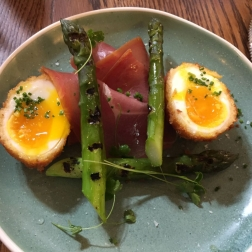 SUNDAY LUNCH AT THE MUDDY DUCK, CURED HAM WITH ASPARAGUS, CRISPY EGG 006